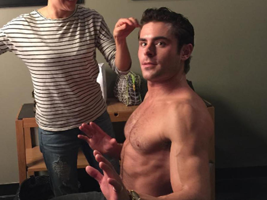 Zac Efron sin camisa.