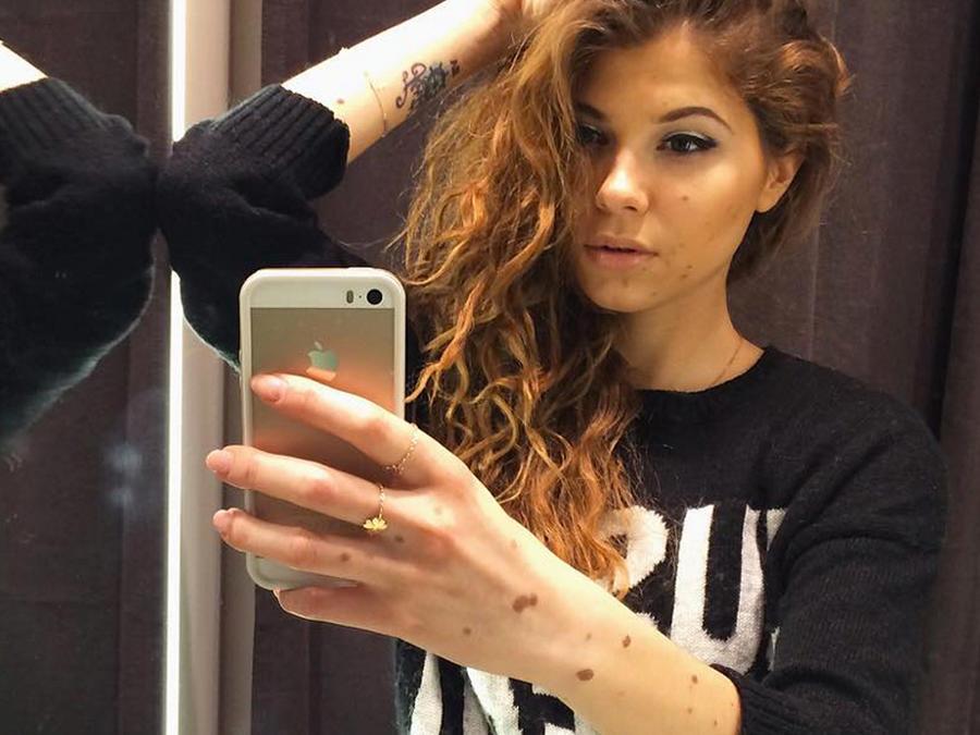Yulianna Yussef tomándose un selfie frente al espejo