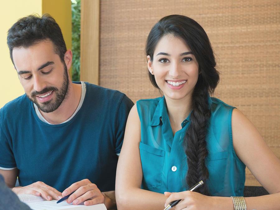 Estudiante sonriendo