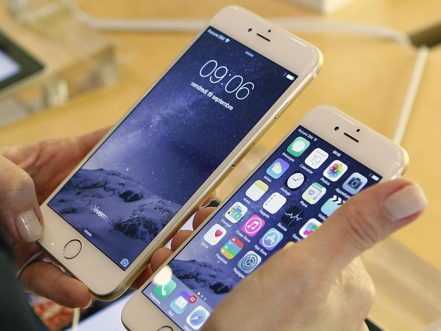 Apple's I Phone  : Launch at Apple Opera Store In Paris