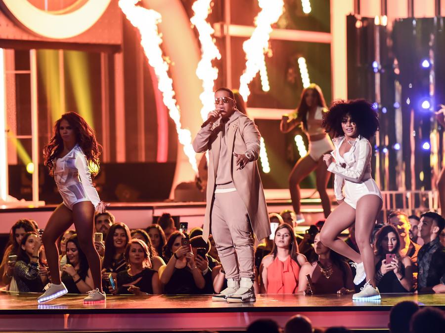 Daddy Yankee en Premios Tu Mundo 2016