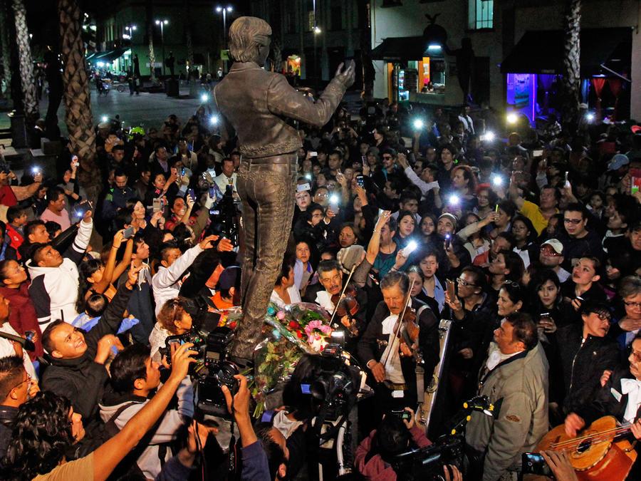 Estatua de Juan Gabriel en Garibaldi