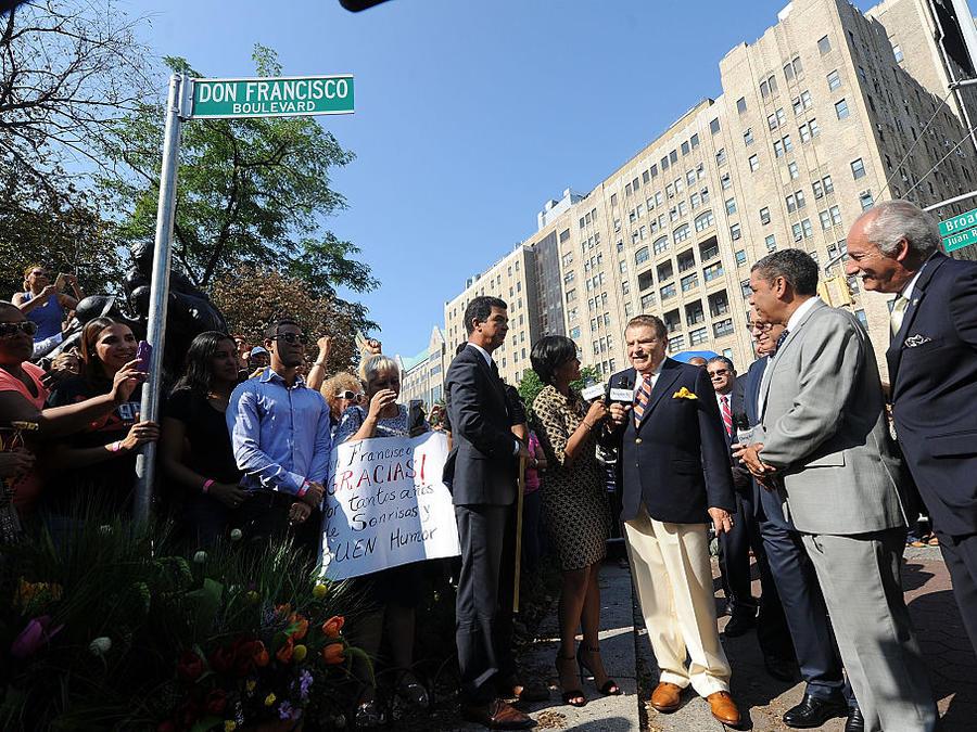 Don Francisco en revelación de su calle en Nueva York