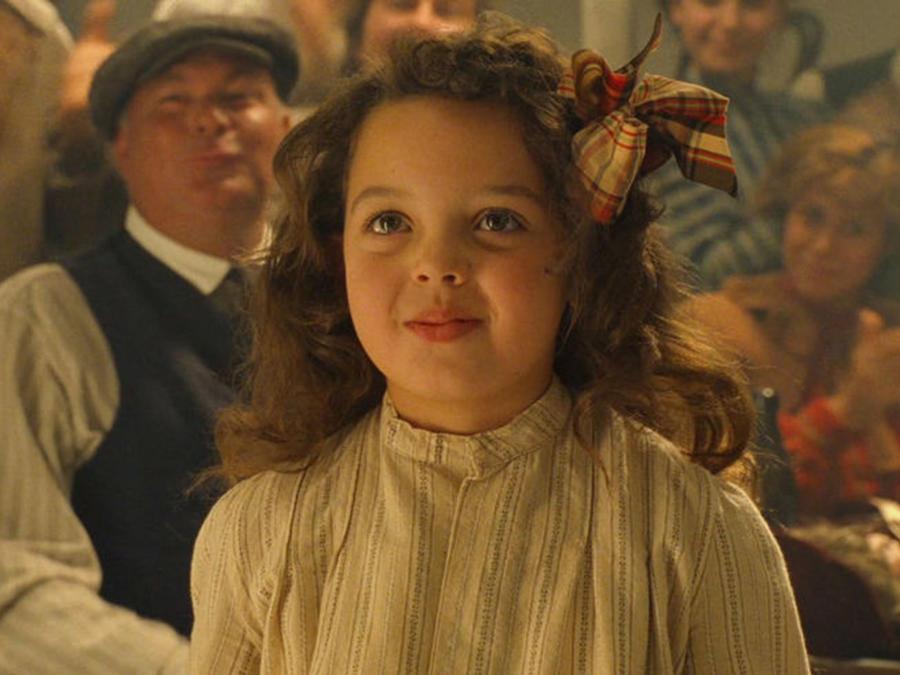 Así luce la niña que bailó con Leonardo DiCaprio en Titanic