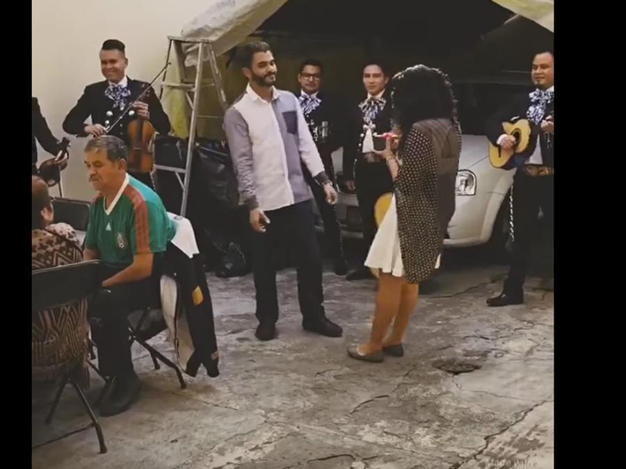 El video de la joven se desmaya cuando le proponen matrimonio se hace viral