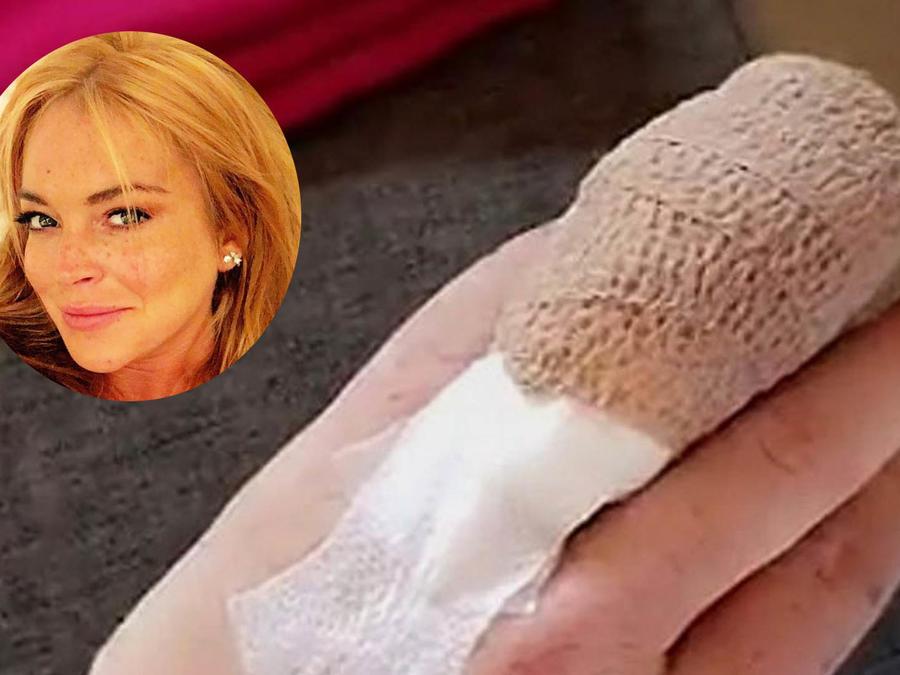 Lindsay Lohan dedo vendado