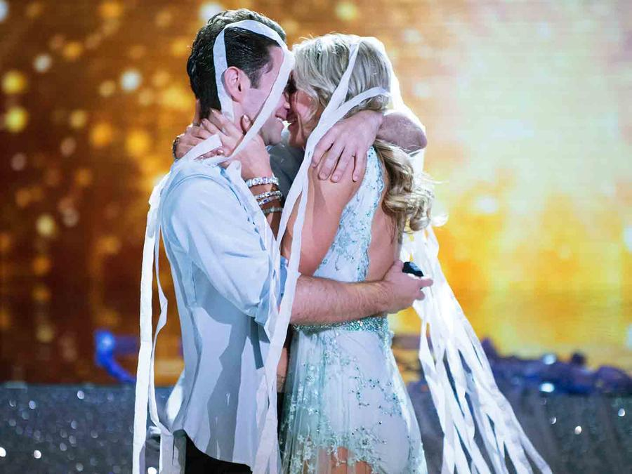 Emma Slater y Sasha Farber en Dancing with the Stars