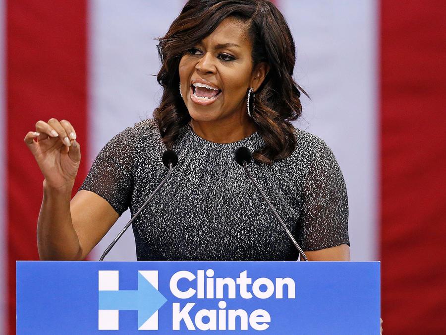 Michelle Obama en acto de campaña en Arizona