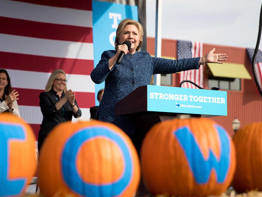Clinton en acto de campaña en Iowa
