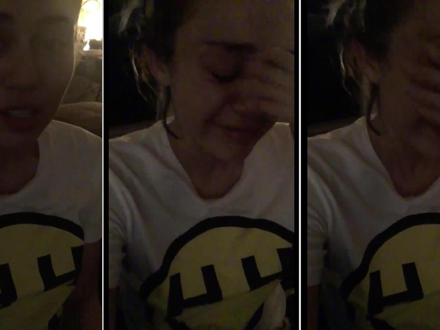 Miley Cyrus llorando