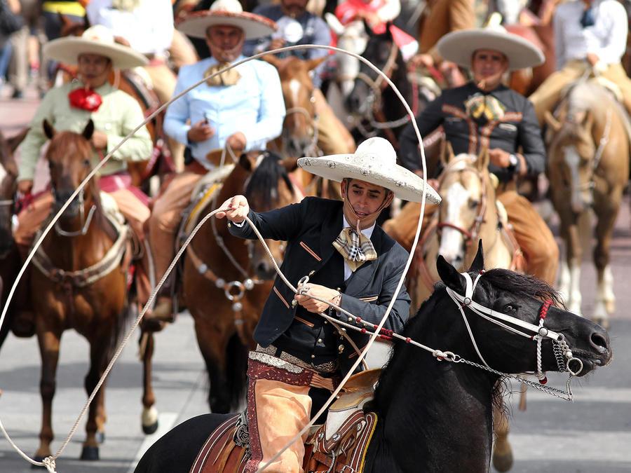 Fotografía del 1 de octubre de 2016 que muestra a la realización de las tradicionales suertes charras en el estado de Hidalgo (México