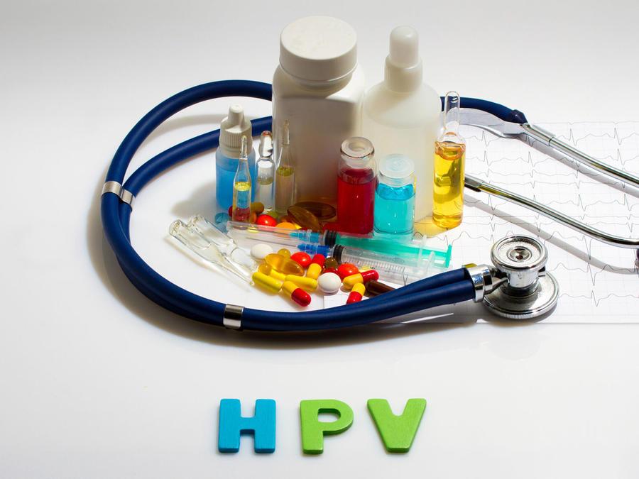 Medicamentos, estetoscopio y sigla VPH