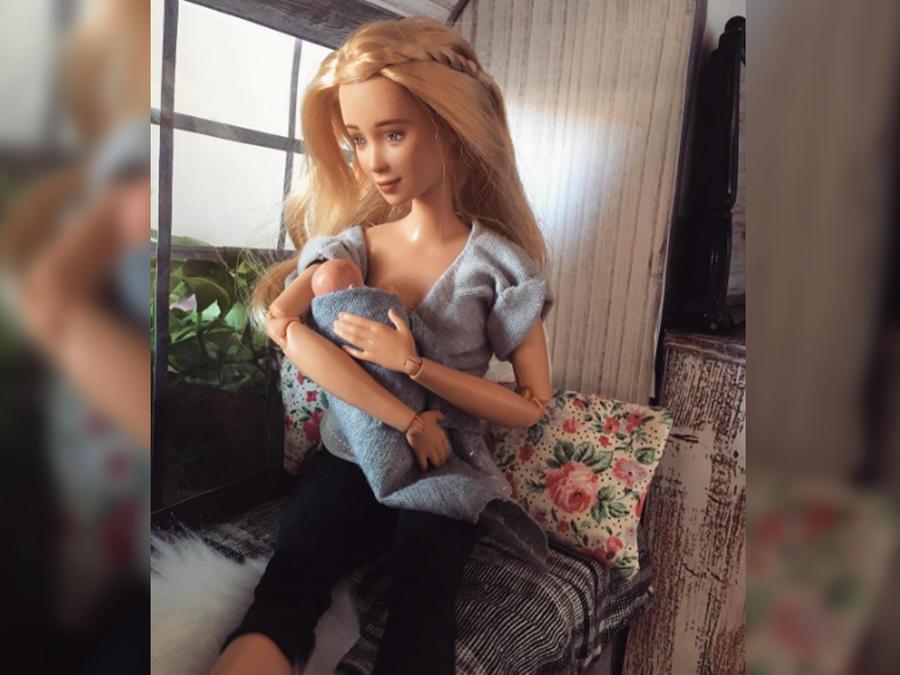 Muñeca dando pecho