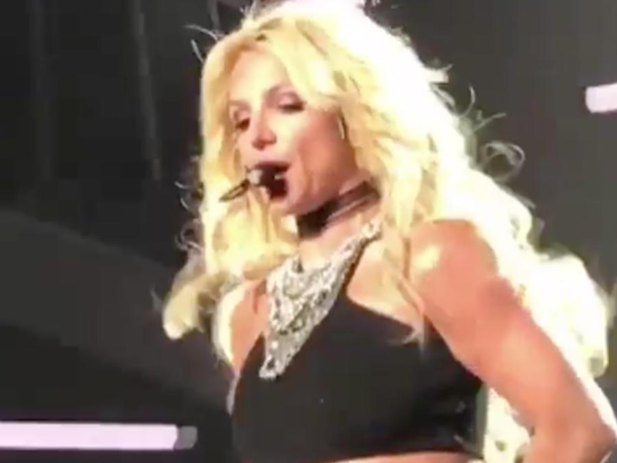 Britney Spears en su show Pieces of Me