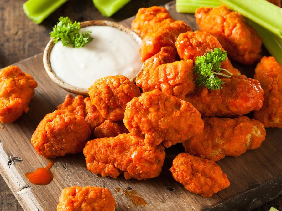 Alitas de pollo con aderezo ranch