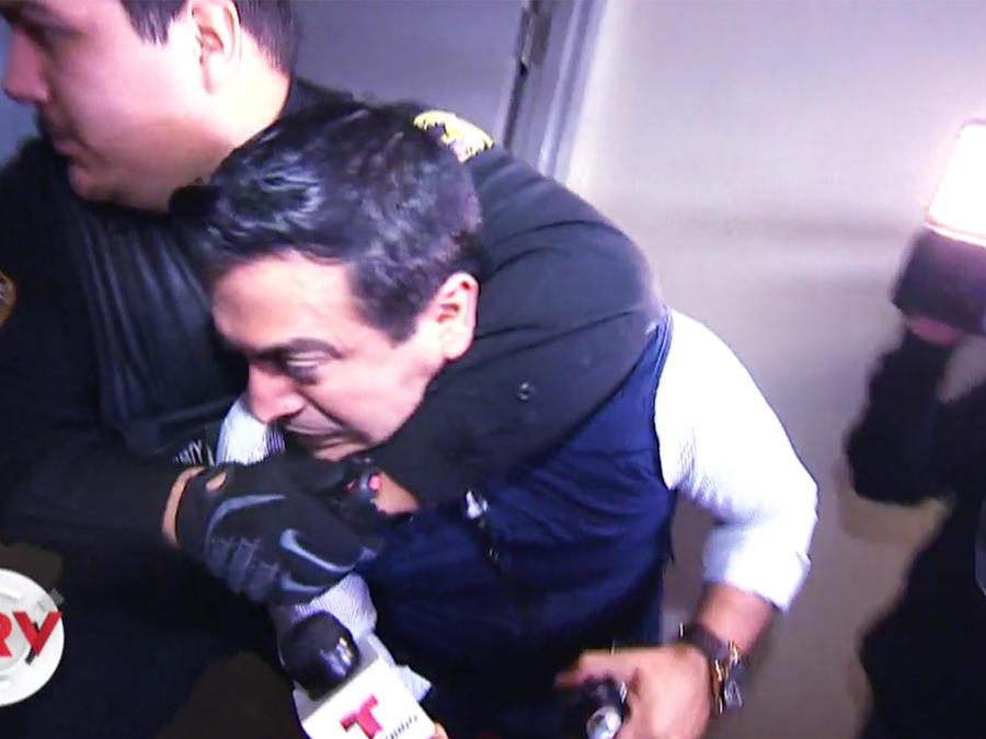Agreden al reportero Jorge Miramontes tratando de entrevistar al cantante Roberto Tapia