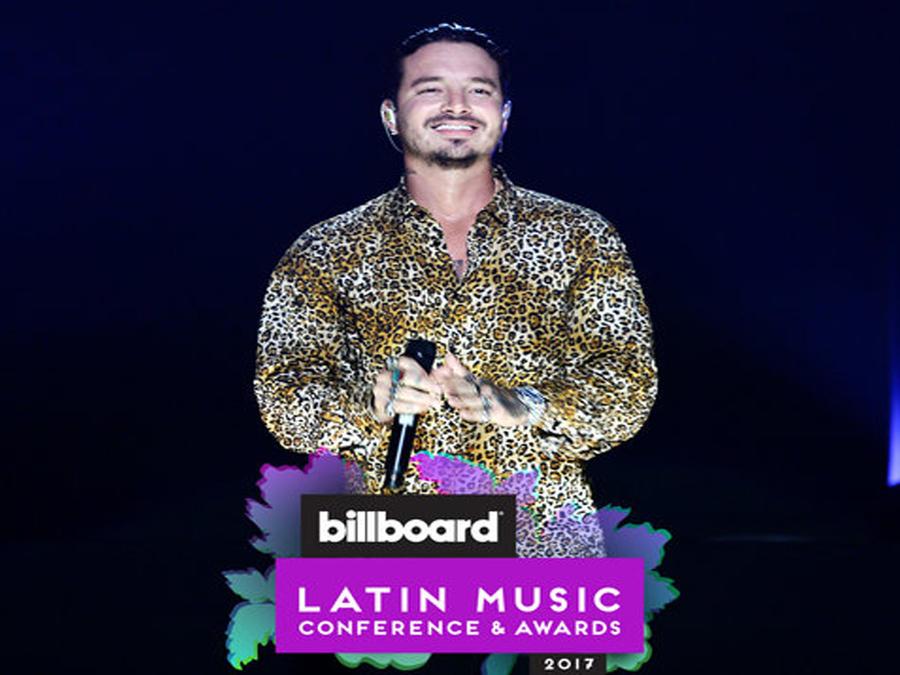 Foto promocional de las conferencias y premios Billboard con J Balvin