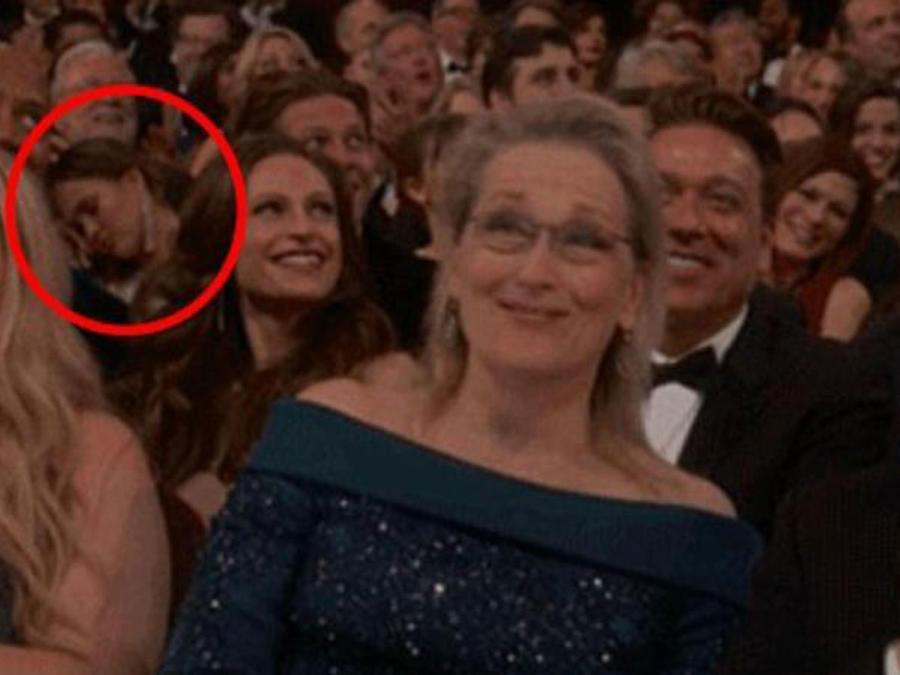 Chrissy Teigen dormida en los Oscars 2017