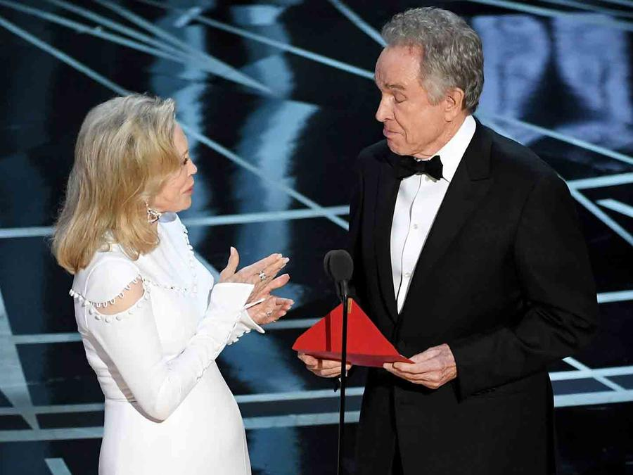 Faye Dunaway y Warren Beatty en los Oscars 2017