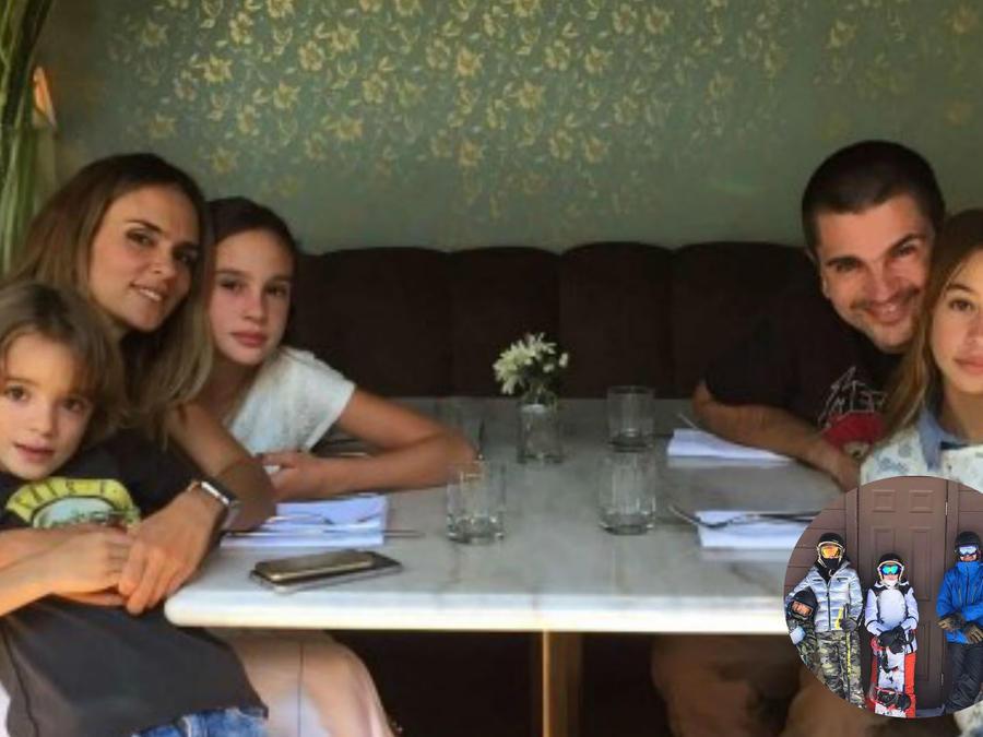 Juanes y su familia sentados a la mesa