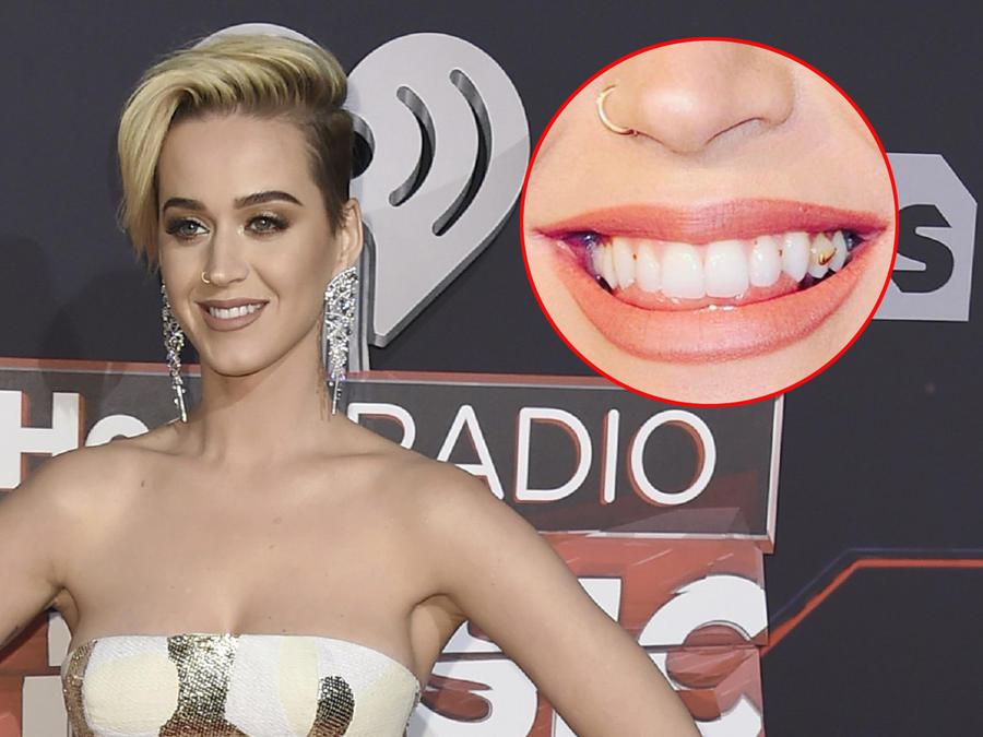 Katy Perry luce sonrisa con comida