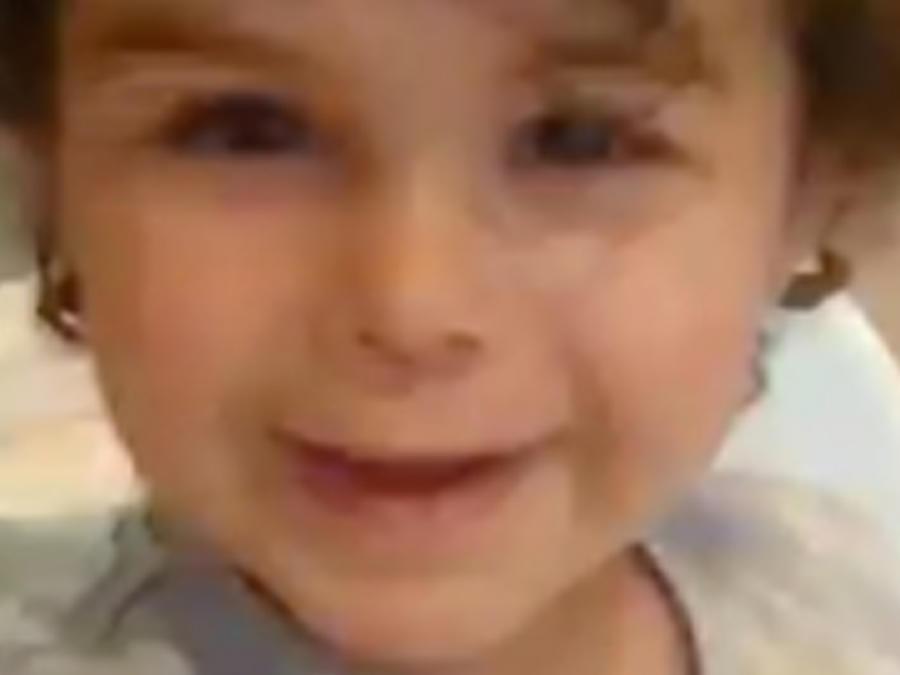 Hijo de Alejandro Sanz sonriendo