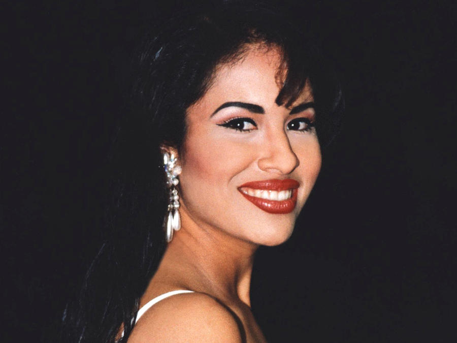 Selena Quintanilla sonriendo