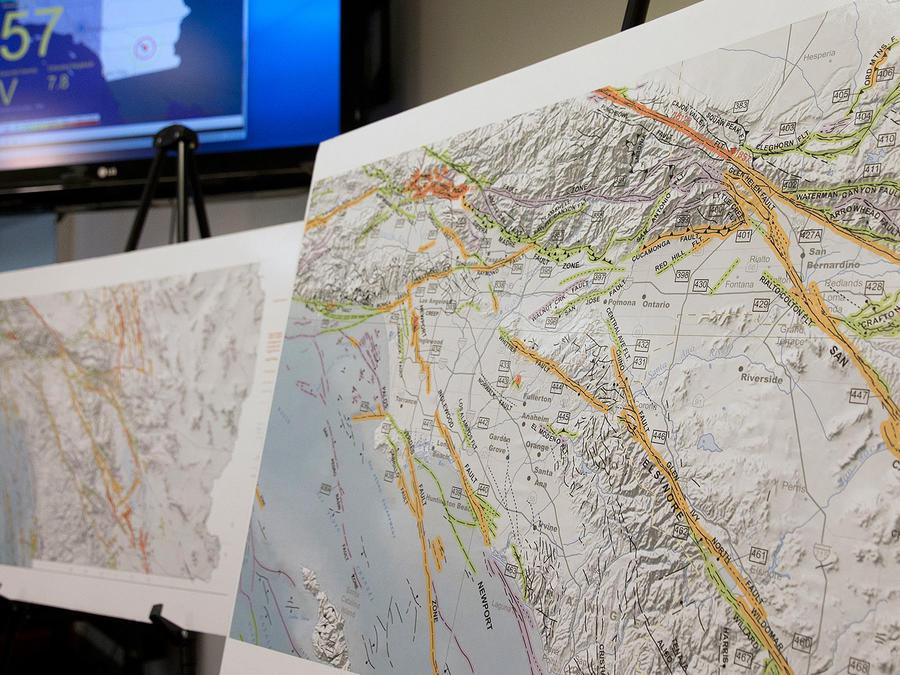 Un mapa de las fallas geológicas que podrían causar un terremoto en California es presentado durante una conferencia de prensa, el el 29 de septiembre del 2016, sobre una sistema de alerta temprana que el estado está desarrollando
