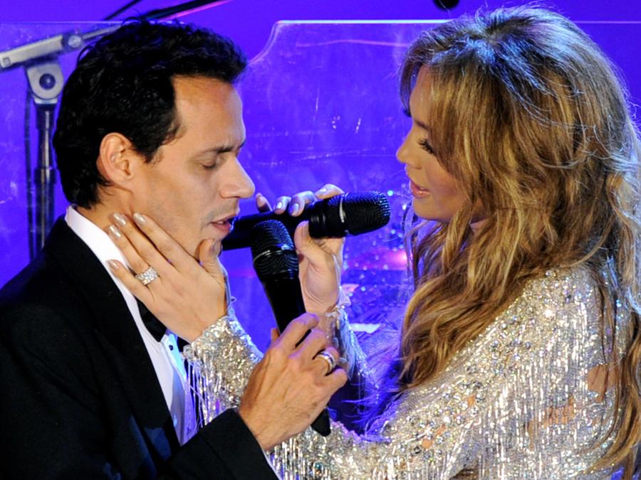 Marc Anthony y Jennifer Lopez en la gala por el 32º aniversario de la fundación Carousel of Hope, en el Hotel Beverly Hilton, en 2010