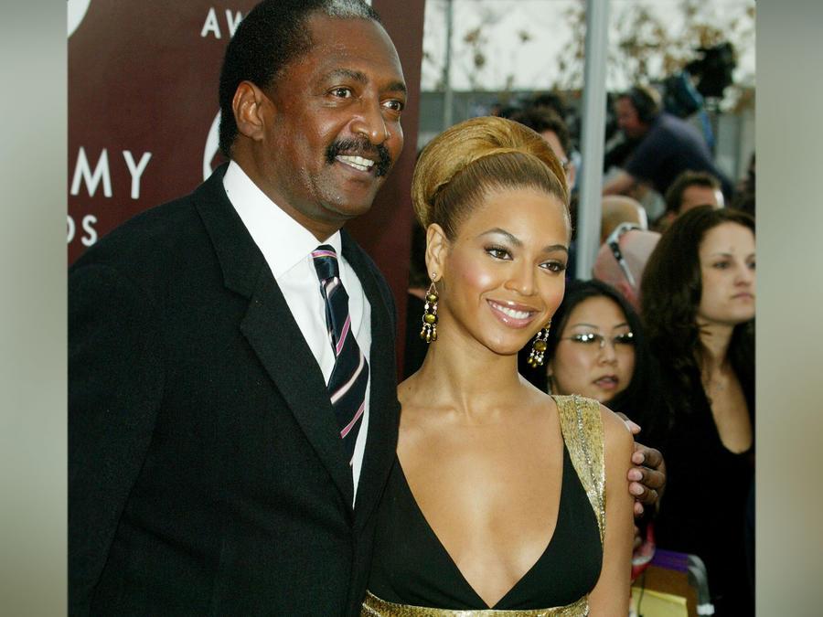Mathew Knowles y Beyoncé en los Premios Grammy 2005