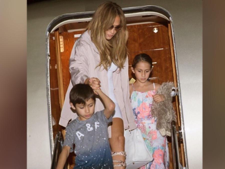 Jennifer Lopez y sus mellizos Max y Emme llegando a República Dominicana