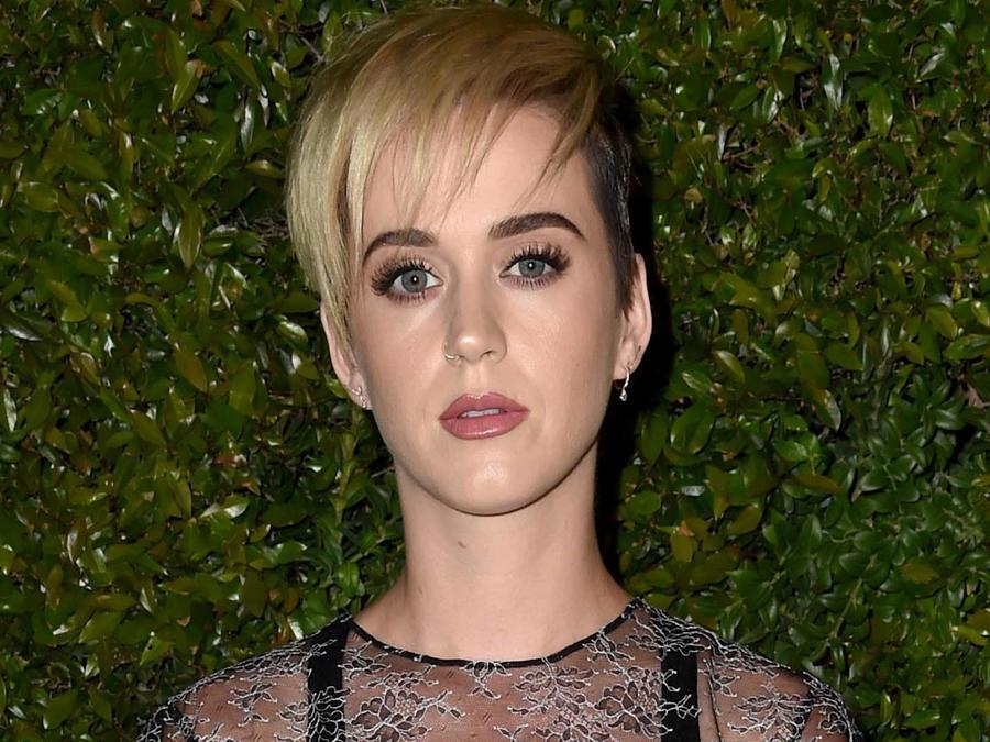 Katy Perry modelando