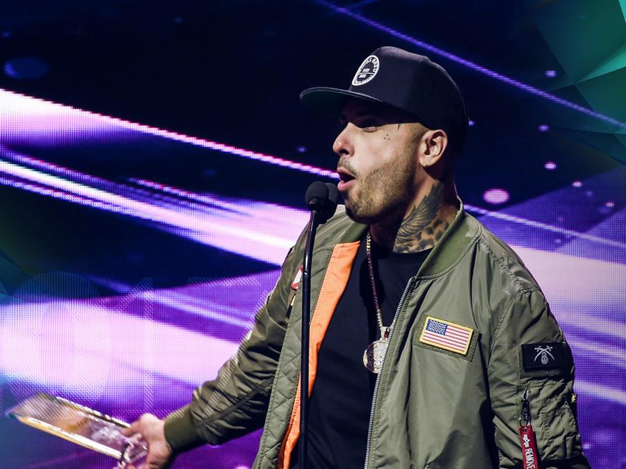 Nicky Jam - Recibiendo premios en Premios Billboard 2017