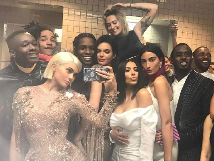 Kylie Jenner y su selfie en el baño de la MET Gala