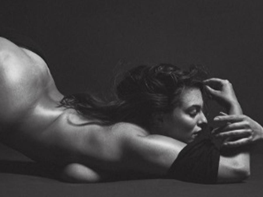 Ashley Graham posando desnuda