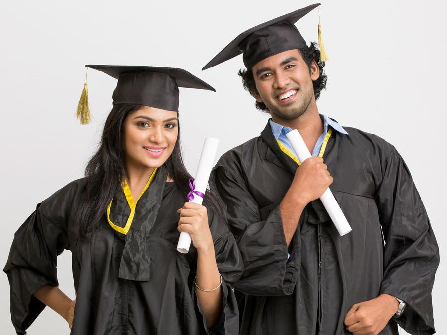Estudiantes latinos graduados