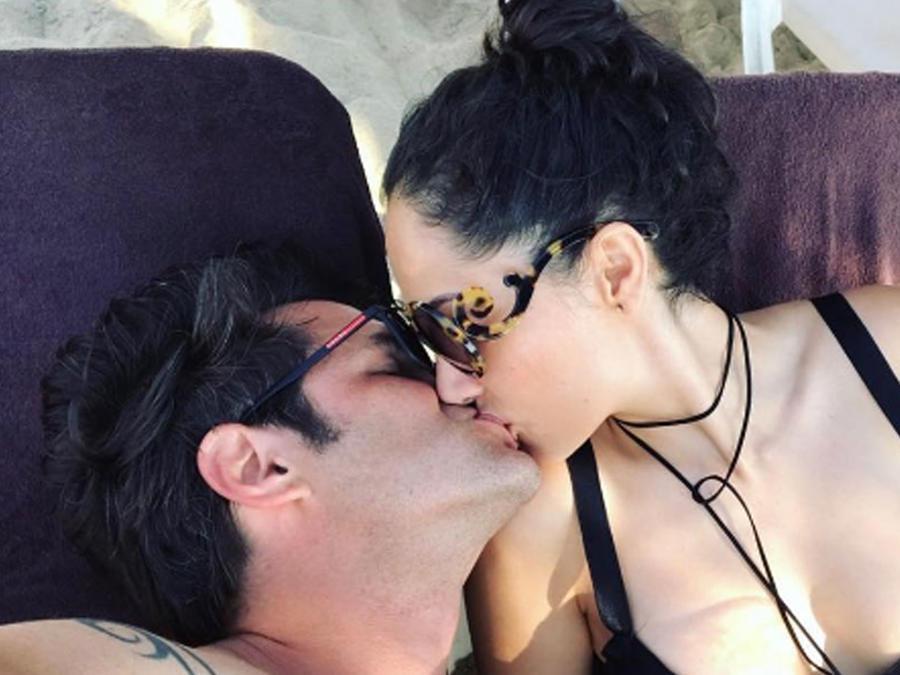Mark Tacher y su novia muy enamorado