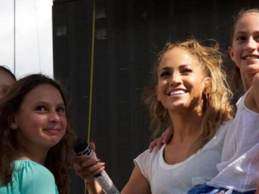 Jennifer Lopez con su hija y las hijas de Alex Rodriguez