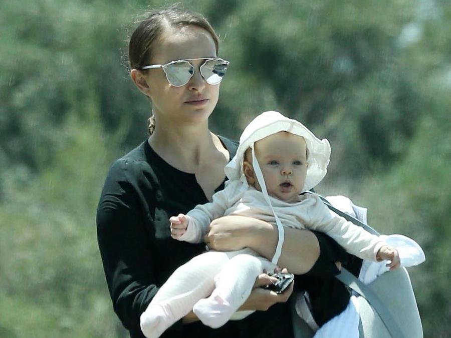 Natalie Portman con su bebé Amalia