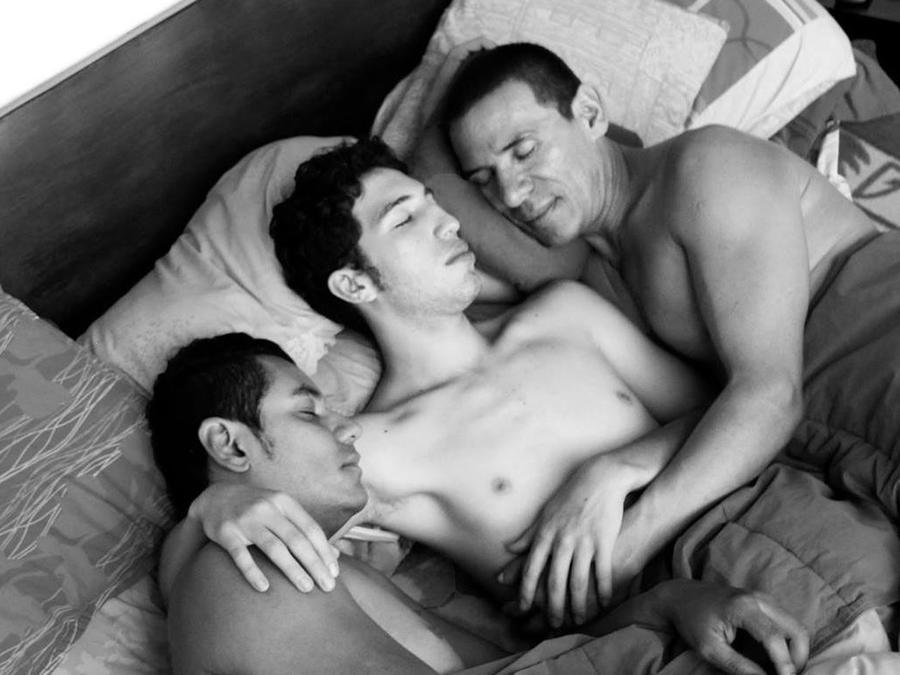 El primer matrimonio entre tres hombres es legalmente reconocido en Colombia
