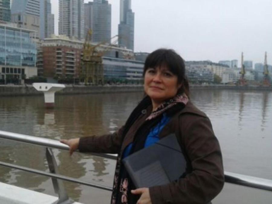 Paola Valenzuela posando