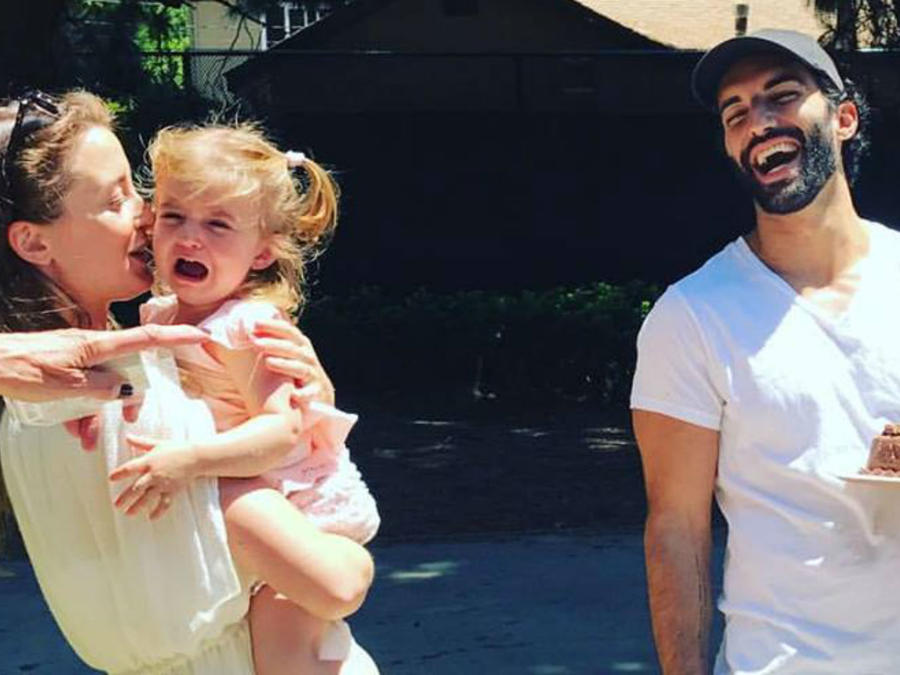 Justin Baldoni y su hija llorando