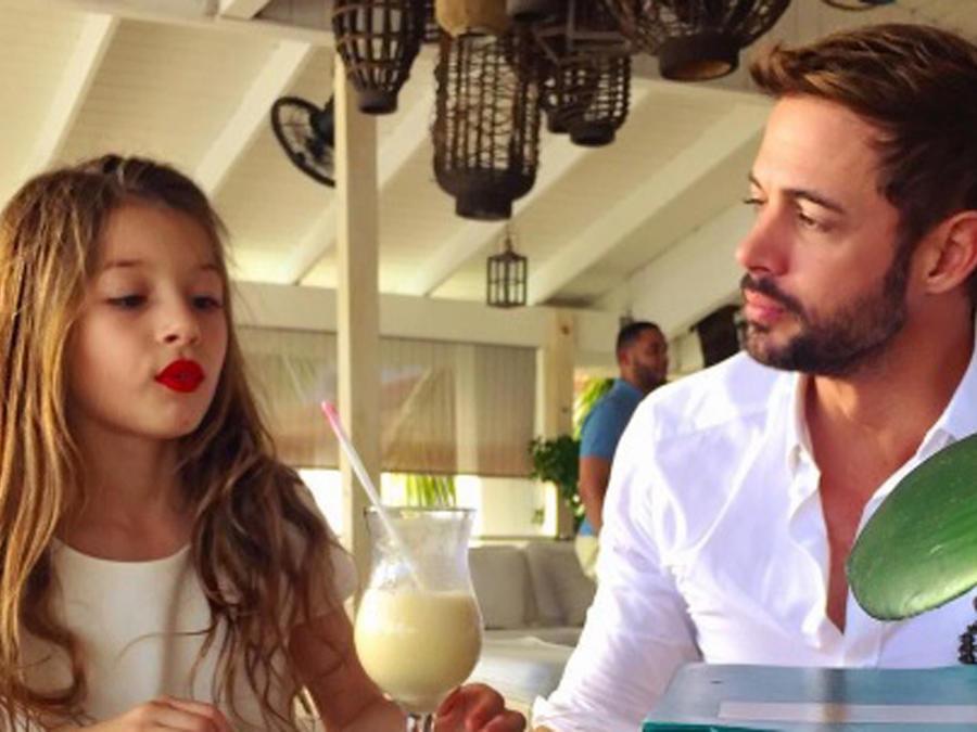 William Levy viendo a su hija Kailey