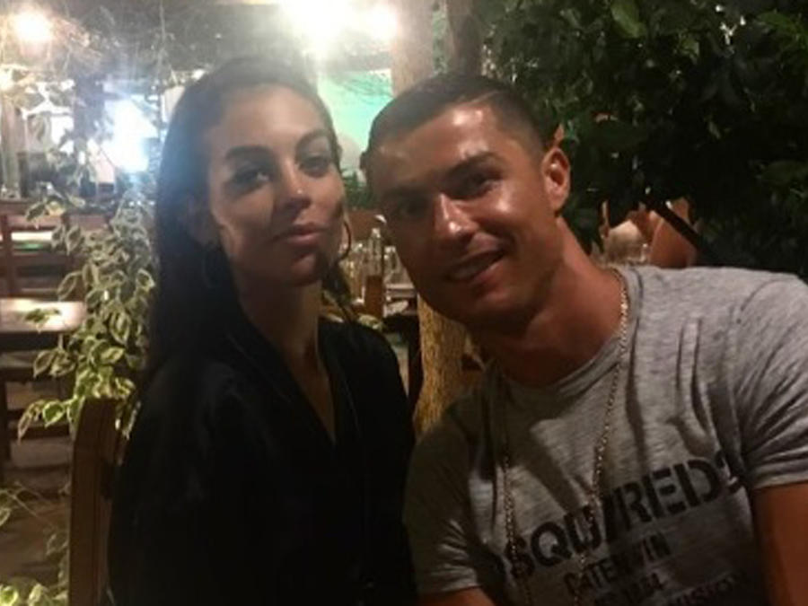 Georgina Rodríguez y Cristiano Ronaldo sonriendo