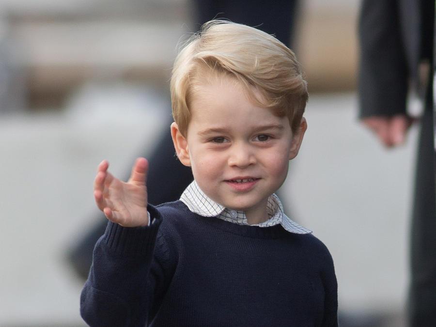 Príncipe George saludando