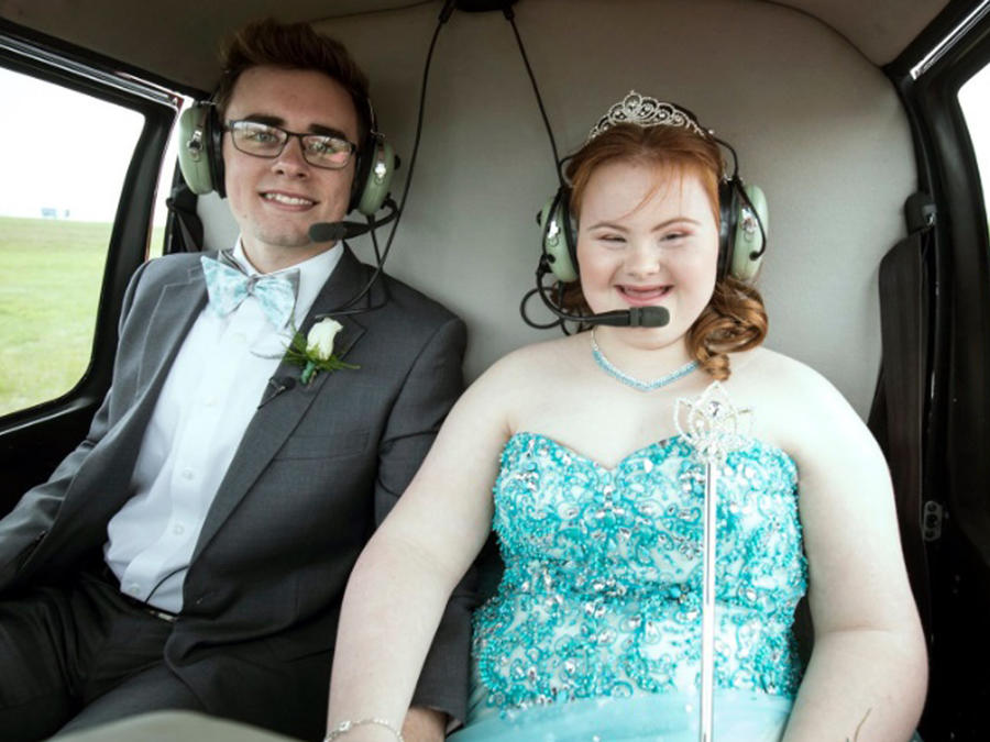 Shaedon Wedel y Carlie en un helicóptero