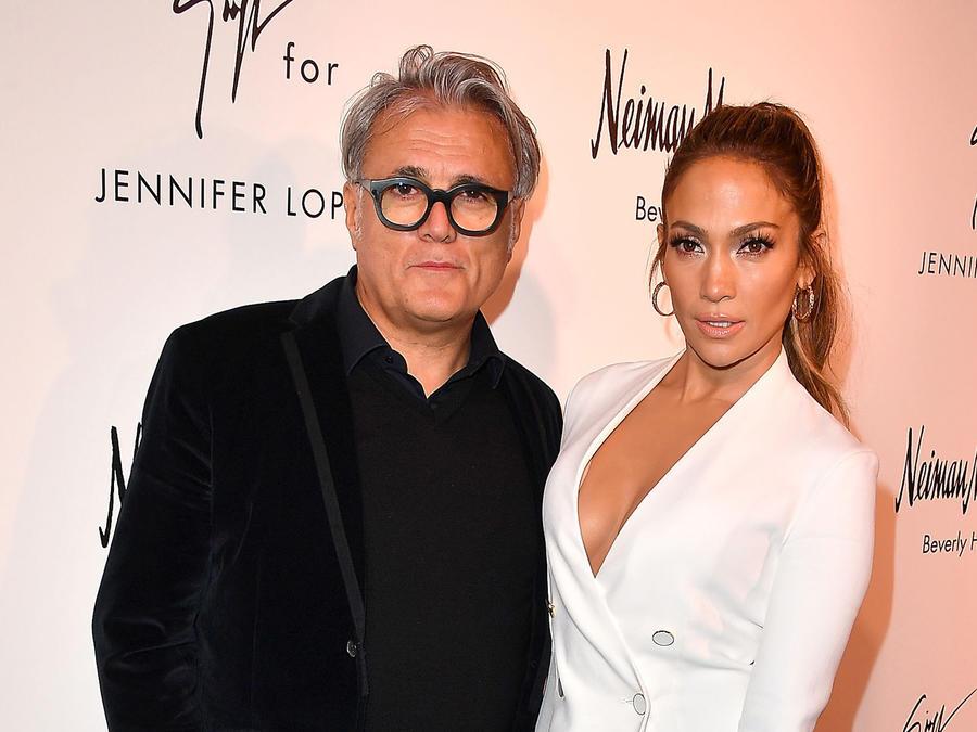 Giuseppe Zanotti y Jennifer Lopez posando juntos