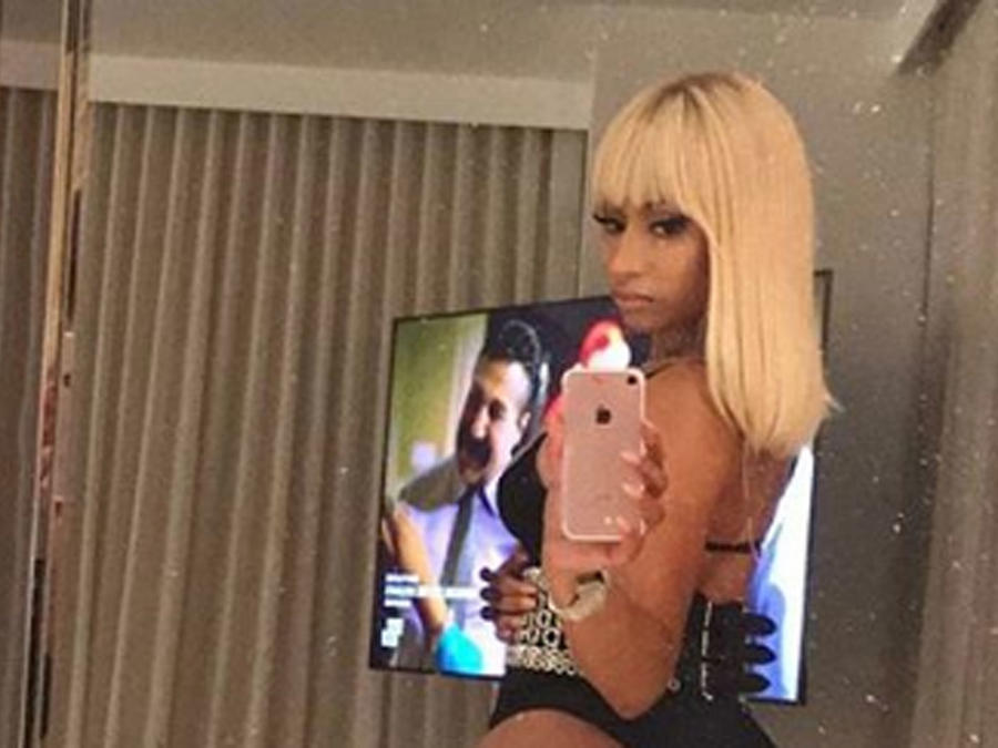 Nicky Minaj selfie
