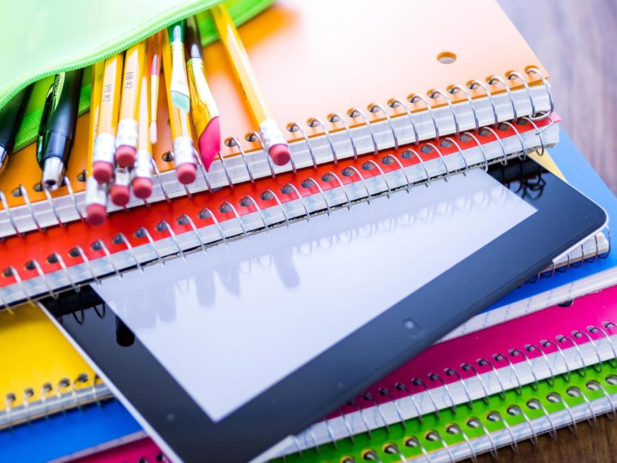 Cuadernos y útiles escolares