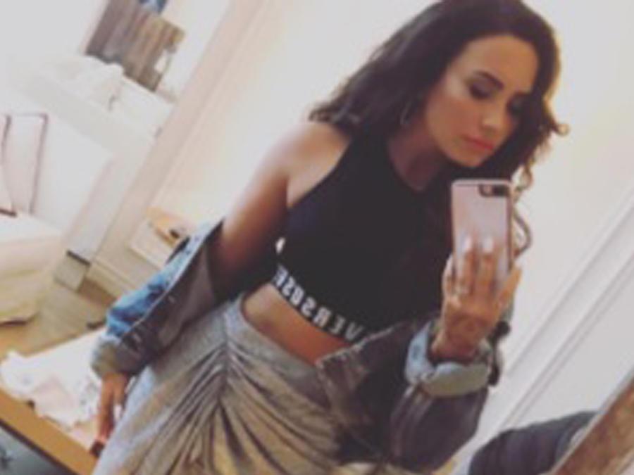 Demi Lovato con crop top